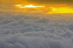 Вид с птичьего полета вышеуказанных облака и неба, Стоковые Изображения RF
