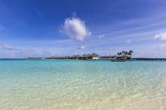 Виллы воды на тропическом острове Стоковое Изображение RF