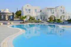 Виллы курорта белые в Oia, Santorini Стоковые Изображения