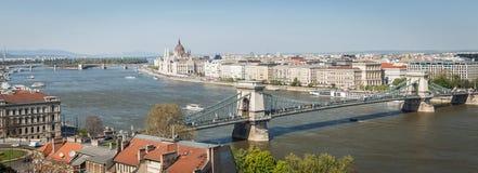 Виды на город Будапешта от банка реки Дуная Стоковая Фотография