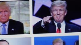 Вильнюс, Литва, 30-ого января 2016 Президент Дональд Трамп США отображает на экране компьютера видеоматериал