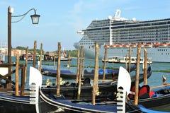 """Вкладыш MSC """"фантазия """"круиза выходит лагуна Венеции в солнечный пред стоковое изображение rf"""