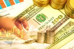 Вклад денег и диаграмма запаса фондовой биржи Стоковые Фотографии RF
