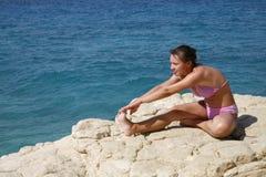 включенная йога девушки Стоковые Изображения RF
