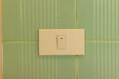 Включите стену керамических плиток в туалете Стоковые Фото