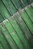 Вкосую повернутый старый зеленый деревянный paneling Стоковое Фото