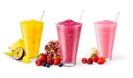 3 вкуса смешанных Smoothies плодоовощ на белой предпосылке стоковые изображения rf