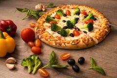 Вкусная горячая пицца Стоковая Фотография