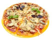 Вкусная пицца изолированная на белой предпосылке. Стоковое Изображение