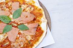 Вкусная пицца с семгами Стоковые Изображения RF