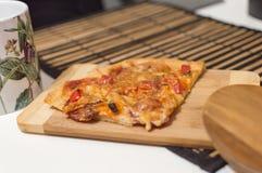 Вкусная пицца pepperoni Стоковое Фото