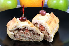 вкусная среднеземноморская туна сандвича Стоковое фото RF