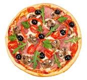 Вкусная, flavorful пицца изолированная на белой предпосылке Стоковые Изображения