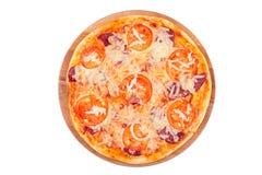 Вкусная, flavorful пицца изолированная на белой предпосылке Стоковое Изображение RF