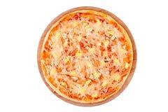 Вкусная, flavorful пицца изолированная на белой предпосылке Стоковые Фото