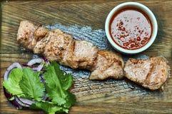Вкусное блюдо с барбекю и соусом Стоковое Изображение