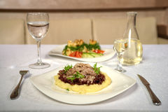 Вкусное блюдо с грибами в ресторане Стоковое фото RF