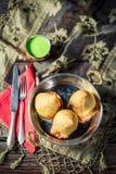 Вкусное samosa с овощами и зеленым погружением Стоковые Фото