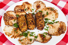 Вкусные вегетарианские croquettes еды гриба orellana Стоковые Изображения RF