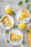 Вкусные домодельные служат части пирога лимона, который Стоковая Фотография RF
