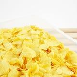 Вкусные золотые хлопья мозоли в коробке пластмасового контейнера Стоковая Фотография