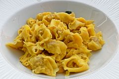 Вкусные итальянские макаронные изделия стоковое фото rf