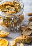 Вкусные и здоровые печенья миндалины стоковое фото rf