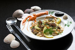 вкусные макаронные изделия тарелки Стоковые Фотографии RF