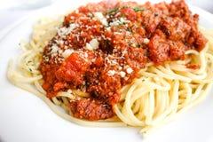 Вкусные макаронные изделия-итальянские макаронные изделия соуса мяса Стоковые Фотографии RF