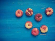 Вкусные органические персики донута Стоковые Фотографии RF