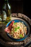 Вкусные спагетти Carborana сделанное из becon, яичек и петрушки Стоковое Фото