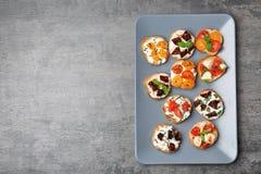 Вкусные bruschettas с томатами Стоковое Фото