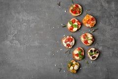 Вкусные bruschettas с томатами Стоковые Изображения