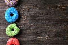 Вкусные donuts на таблице Стоковое Изображение