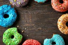 Вкусные donuts на таблице Стоковая Фотография RF
