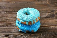 Вкусные donuts на таблице Стоковое Изображение RF