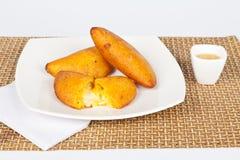 Вкусные empanadas заполненные с сыром и нежной мозолью Стоковые Изображения RF