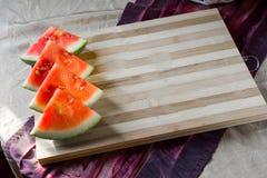 Вкусный арбуз на бамбуковой предпосылке стола Стоковое Фото