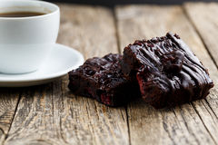 Вкусный вегетарианский кусок пирожного на деревянном столе для торжества Стоковое Фото