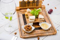 Вкусный комплект закуски сыра стоковые изображения rf