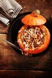 Вкусный обедающий страны осени заполненной тыквы Стоковое фото RF