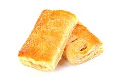 Вкусный пирог штрудели яблока 2 с циннамоном, на белой предпосылке Стоковая Фотография