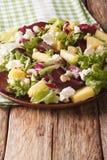 Вкусный салат свекл, плавленого сыра ананаса, анакардий и зеленого цвета Стоковое Фото