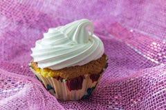 Вкусный торт булочки с сливк протеина Стоковое Изображение