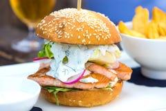 Вкусный salmon бургер рыб Стоковые Фото