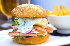 Вкусный salmon бургер рыб Стоковая Фотография