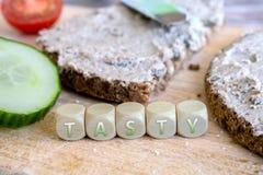 2 вкусных куска хлеба Wholemeal с распространением Стоковое Фото