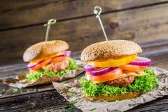 2 вкусных домодельных бургера Стоковая Фотография