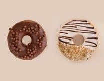2 вкусных donuts изолированного над белизной Стоковые Фотографии RF