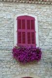 Вкус Провансали, окна в малой южной деревне в Франции стоковая фотография rf